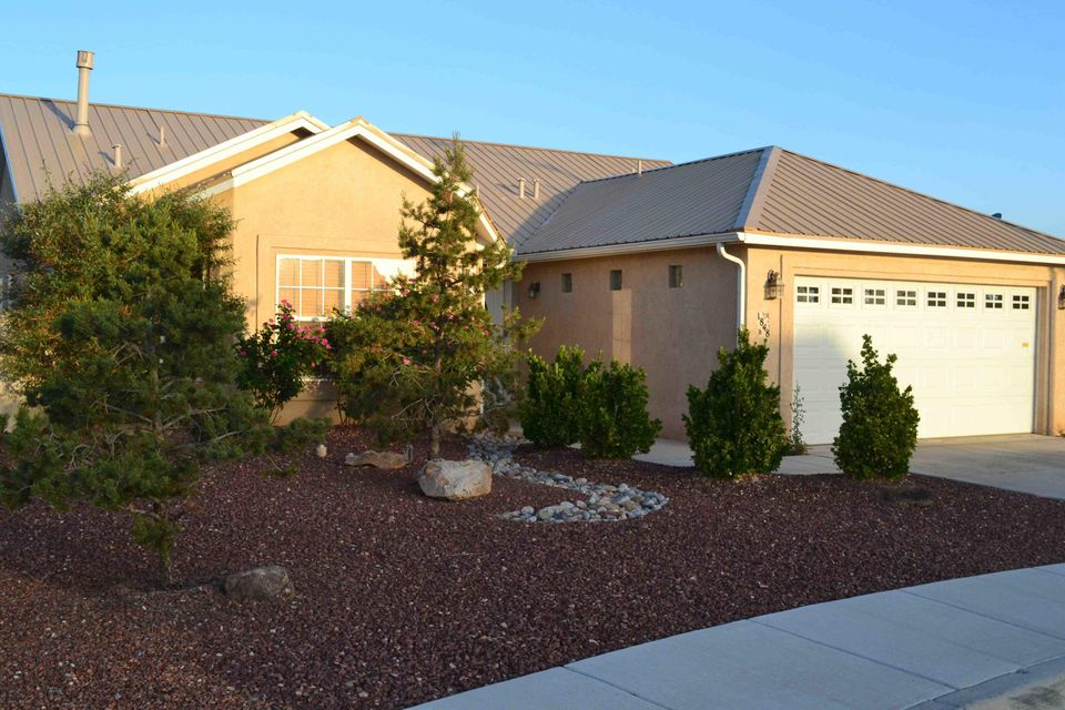 Nice newer home on the west side of growing Los Lunas.  Metal roof, fully landscaped, large lot, and open floor plan are just some of the amenities in this 2006 built home.  Desirable Parkview Estates is where this beauty is located and is close to I-25, shopping, churches, and schools.  Catch Los Lunas while you can!