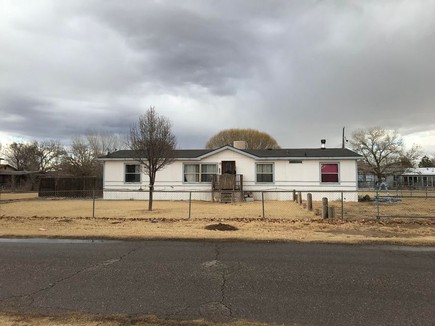 Great home, and big yard.  Easy access to Albuquerque.  Completely fenced in.