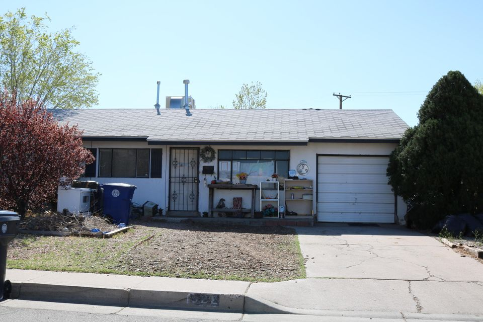 This property has a great location close to shopping and restaurants.  There are 3 bedrooms and 2 baths on an oversized lot.