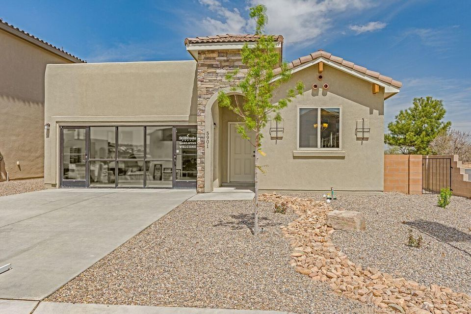 NEW MODEL HOME/PARADISE VIEWGorgeous. 3 bdrm, 2bath, 2 car garage 1 story, large great room,covered patio,open kitchen with Stainless steel appliances and lots lots more. Located on a corner lot off Paradise Blvd. Come by and see us today and take a tour of our new model home.We have plenty of lots and ready-to-build plans to choose from.We also have many financing options available.Model Home HoursMon-Saturday 10-6pSunday 12-6p