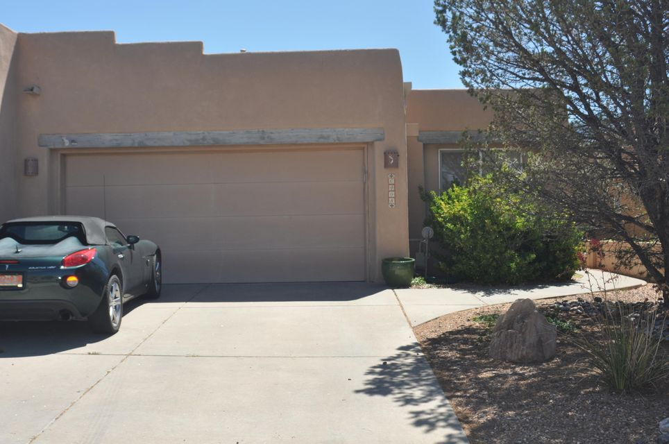 If you are loolking for a wonderful one level in HIGH Desert look no further! The great room has beamed ceilings, clerestory windows, skylights , plant ledges & a custom gas log fireplace! The open floorplan makes this home seem so much larger. New backspash in kitchen. Lovely master retreat w/ presentation ceiling, large bath w/garden tub & seperate shower, raised cabinets & large closet.  Nice X scape back has drip and faces the mountains.