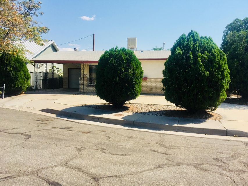 Newly updated carpet and paint throughout!  Great home tucked away in a private cul-de-sac in the heart of the Valley.  Featuring 3 bedrooms, 2 baths, and an office, plus 2 living rooms.  Backyard includes an inviting covered patio and large storage shed.  Come see this one today!