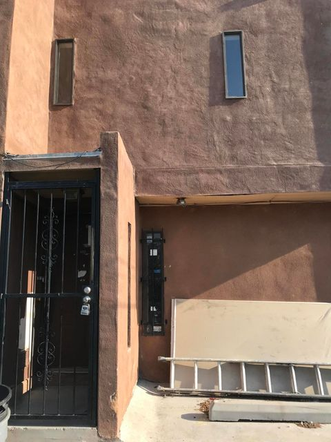 Great investment opportunity. 2 bed 2 bath townhouse with a fireplace and backyard area close to shopping and uptown area