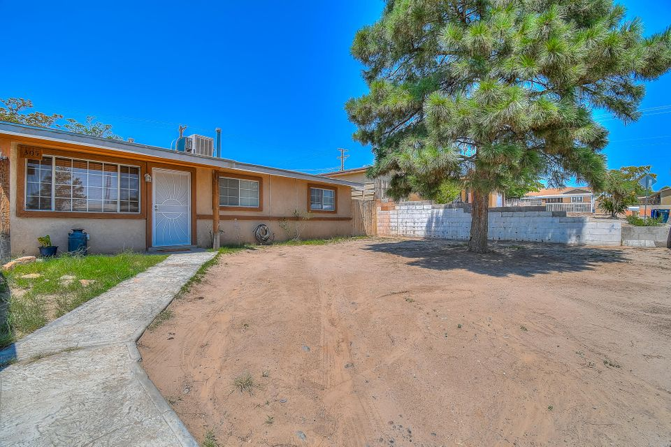 This SW Gem will not last long!   This lovely home offers 2 Living areas with fresh paint throughout the entire home!  Newly remodeled bathrooms, newer roof (2012) and so much more!  come and take a look before its gone!  Seller is motivated! Make this your home today!