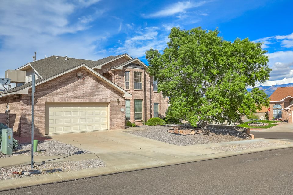 Don't miss this spectacular 5 bedroom home boasting 2 master bedrooms perfect for a large or multi-generational family. Great room with soaring ceiling and gas fireplace, formal living and dining, kitchen has lots of cabinets, pantry and breakfast area. Main level master boasts high vaulted ceilings, garden tub and sep. shower, dual vanity and walk-in closet. Upper level master with huge closet, updated bath with shower. 2 additional bedrooms share a jack/jill bath, 5th bedroom would also make a great office. Backyard with covered patio and magnificent mountain views, built-in grill and outdoor counter for entertaining. Easy care landscaping.