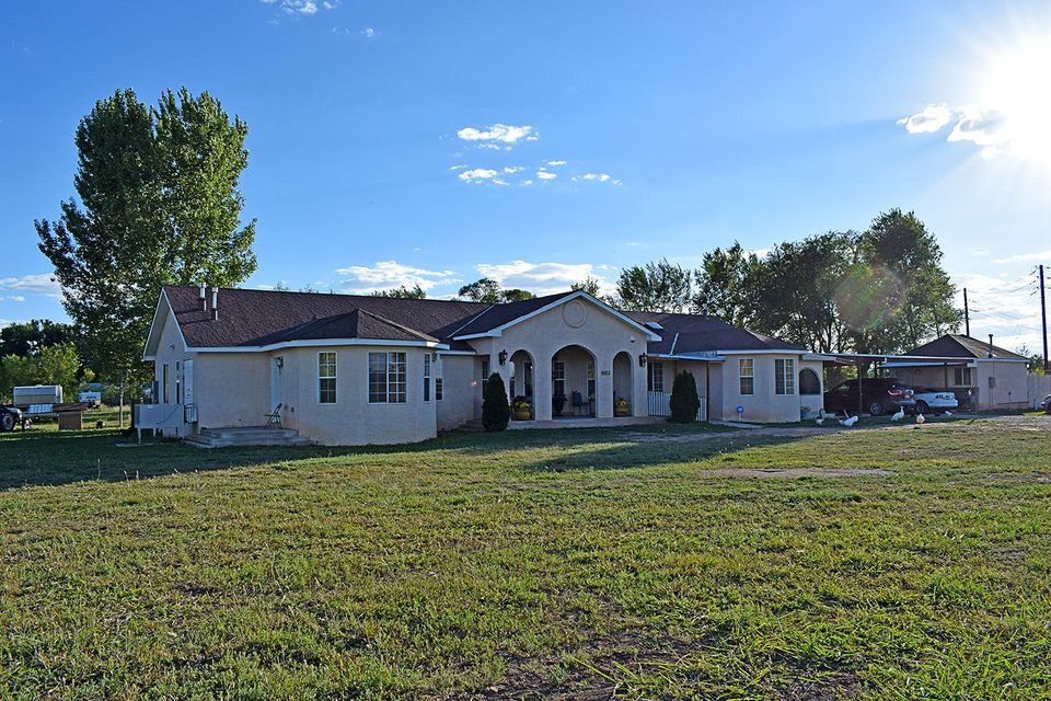 A taste of country close to the city, this gorgeous custom built house is perfect for a family of any size, 2 acres of irrigated land with declared pre 1907 water rights. Make an appointment to view this home today!
