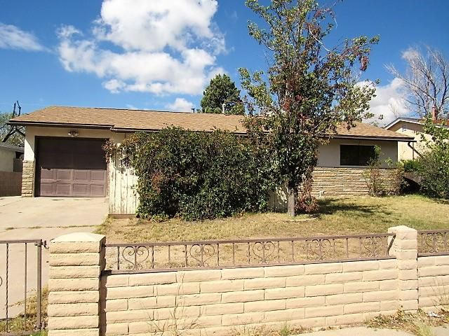 This NE Albuquerque home has tons of potential to be your new home! Good sized yard, 1 car garage, large den/family room. Give it a look!