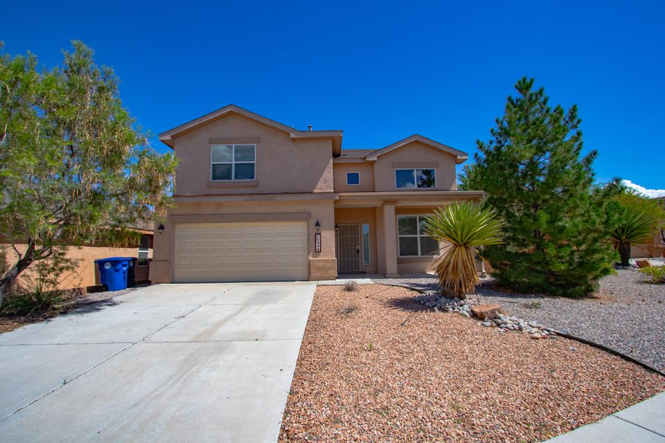 oooooooohlala!!! Beautiful Pulte Home with Laminate wood flooring. Great room has 25'high cathedral ceilings. Kitchen features corian counter tops, lots of cabinet space, island, all appliances convey and pantry. Large owners suite with double sinks, separate shower and garden tub, walk in closets plus a nice size loft. Refrigerated air. Tastefully over sized southwestern no maintenance landscaping front and back with Auto sprinklers in the front. Located in a well cared for neighborhood. Close to parks, shopping and jogging paths. Imagine yourself and family in this charming home.
