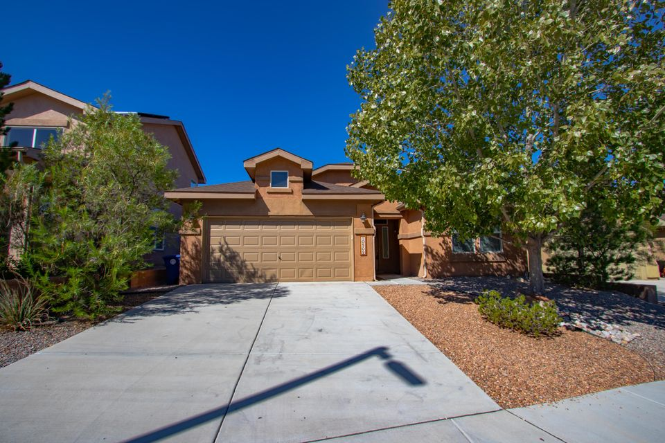 Stunning Pulte hard to find 4 bedroom single level Home. Features fresh paint, newly installed laminated wood floors. Open Family Room with high ceilings, Kitchen has breakfast bar,pantry and corian counter tops. Plenty of cabinet space, dining area as well. Private Owners Suite is separate from the other bedrooms. Double sinks, garden tub and walk in closets. Refrigerated air. Great family home is waiting for you to snuggle up to it for the upcoming holiday season. Close to a park, jogging paths, CNM and Rust Hospital.