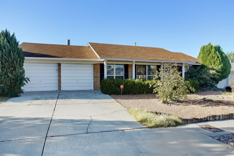 Come see your next dream home! In a highly desirable neighborhood, with new laminate wood flooring. Tile in kitchen and bathrooms. Backyard to be cleared for new owner to build to suit. Schedule your appoinmnent today!!