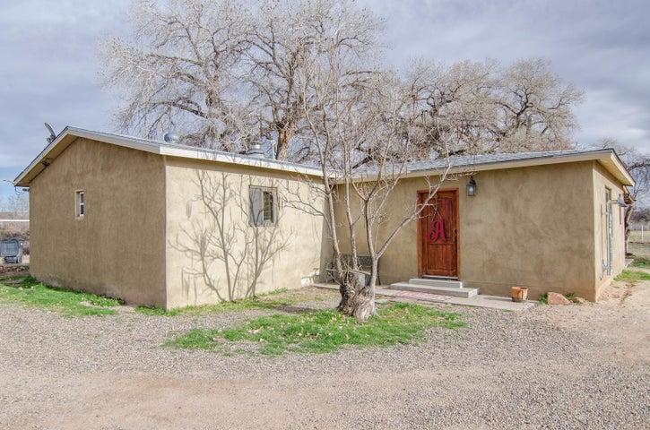 18 Wortman Road, Peralta, NM 87042