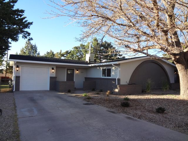 1829 Zena Lona Court NE, Albuquerque, NM 87112