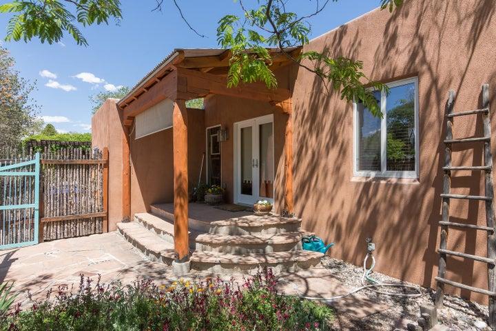 530 Aliso Drive NE, Albuquerque, NM 87108