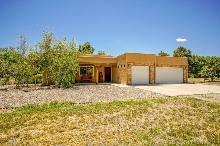 213 Ricardo Lane, Bernalillo, NM 87004