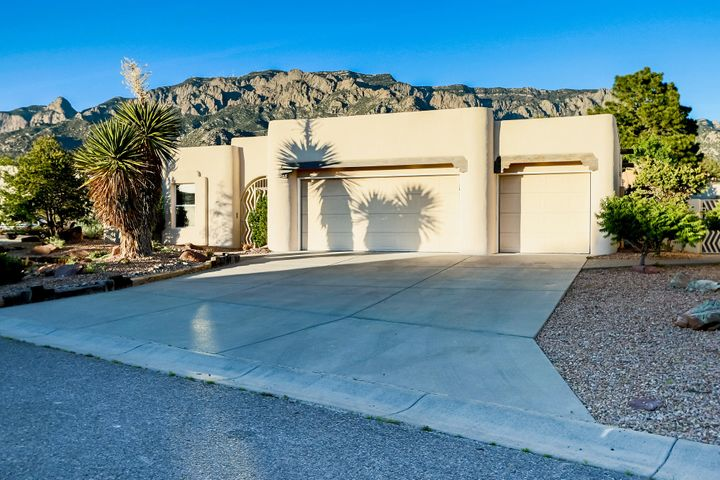 8231 Raintree Drive NE, Albuquerque, NM 87122