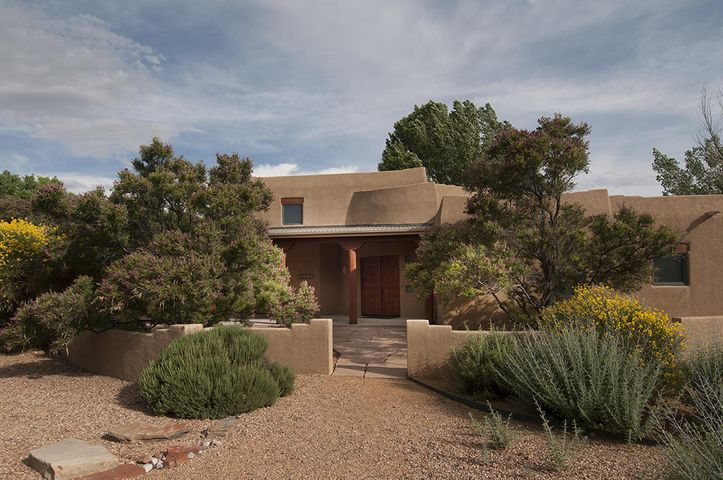 2604 Rio Orilla Lane NW, Albuquerque, NM 87120