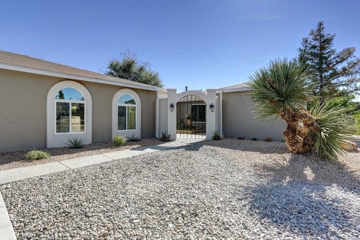 3702 Oakmount Drive SE, Rio Rancho, NM 87124