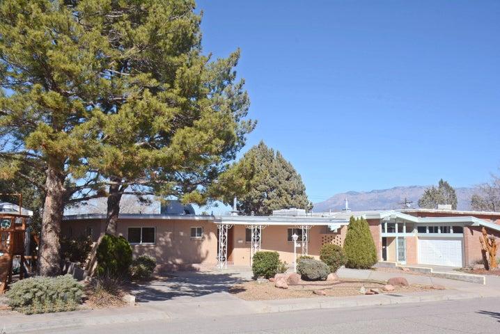 2607 Vista Larga Avenue NE, Albuquerque, NM 87106