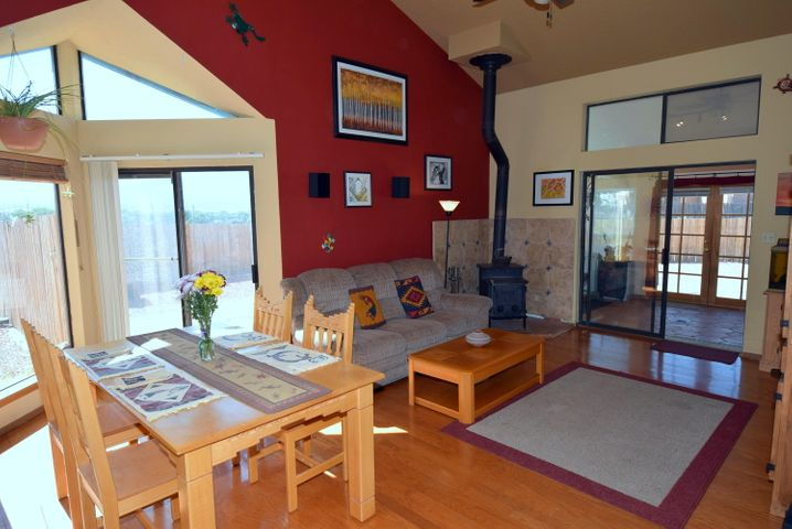 945 Nazcon Road, Bernalillo, NM 87004