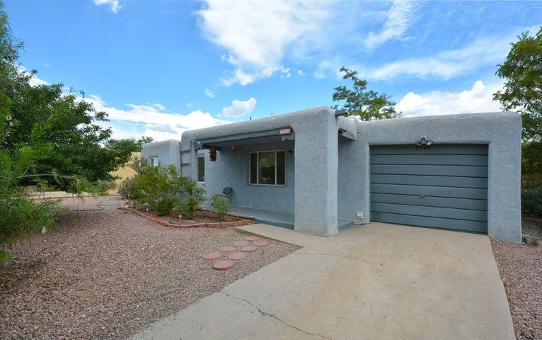 800 Madeira Drive NE, Albuquerque, NM 87108