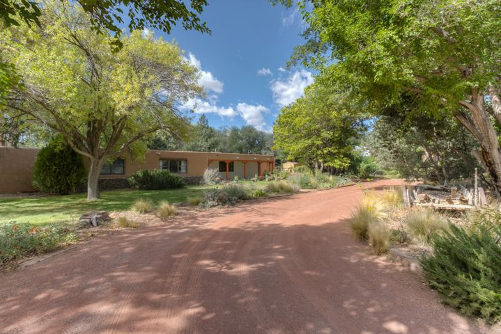 745 W Meadowlark Lane, Corrales, NM 87048
