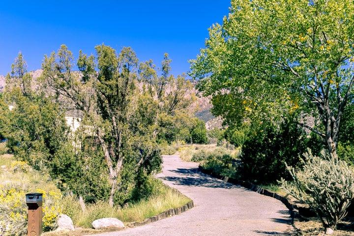 1454 Honeysuckle Drive NE, Albuquerque, NM 87122