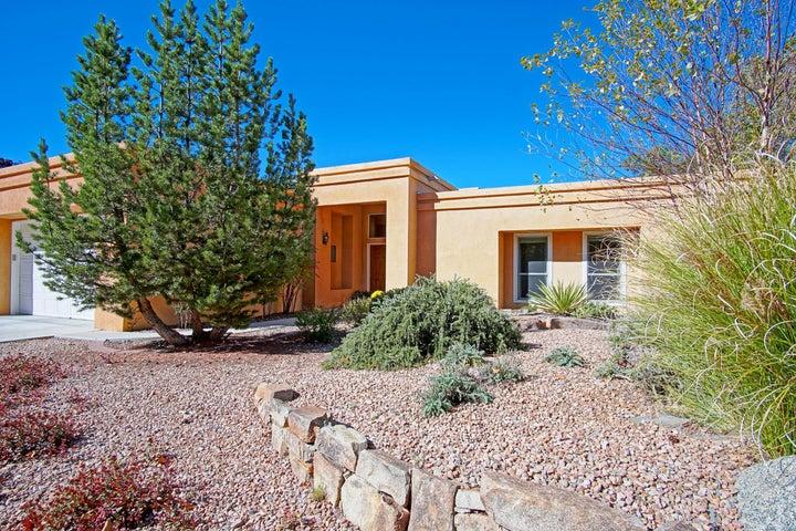 5725 Teakwood Trail NE, Albuquerque, NM 87111