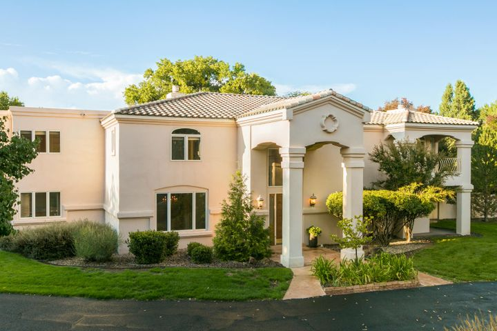 5911 Padre Roberto Road NW, Los Ranchos, NM 87107