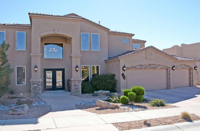 8204 Via Encantada NE, Albuquerque, NM 87122