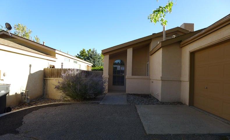 1084 Harrison Drive NE, Rio Rancho, NM 87144