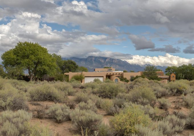 696 Mission Valley Road, Corrales, NM 87048