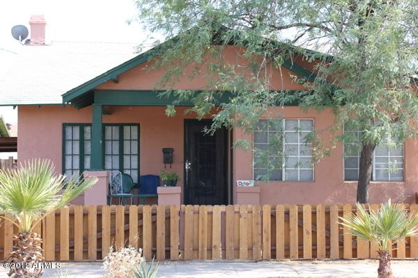 Cute bungalow, very close to downtown and all the fun.