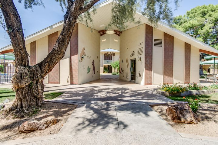 520 W CLARENDON Avenue, B6, Phoenix, AZ 85013