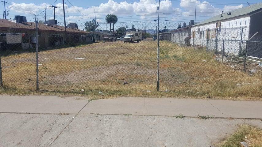 2233 E TAYLOR Street, 33, Phoenix, AZ 85006
