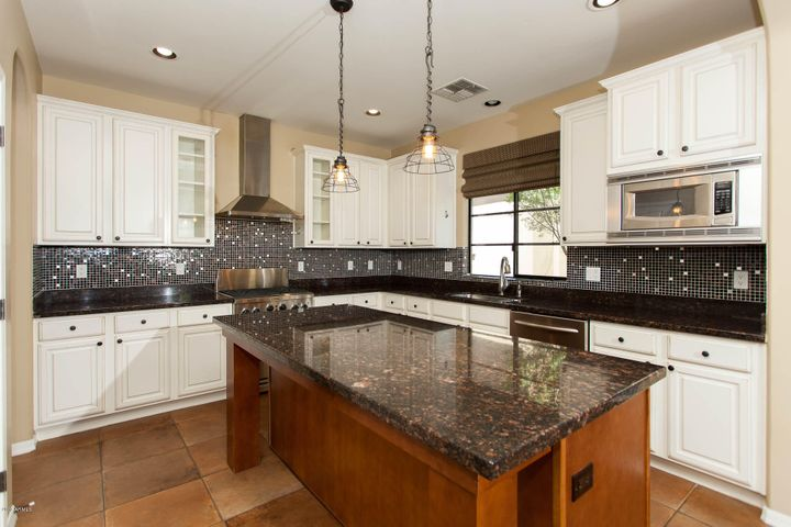 Custom backsplash, granite, island, ss appliances with gas cooktop