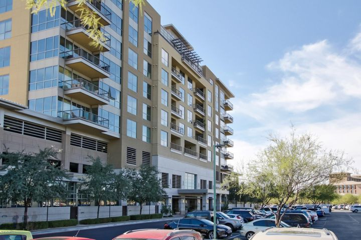 Live the Kierland Commons lifestyle at the exclusive Plaza Lofts at Kierland.