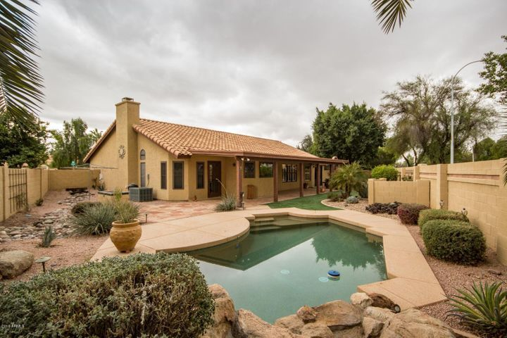 HUGE POOL HOME! ON OVERSIZED LOT! YOU BETTER HURRY ON THIS ONE!