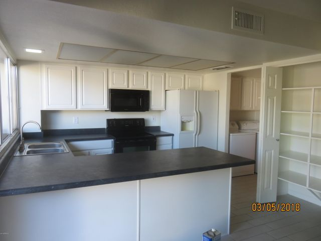 Updated Kitchen and Cabinets with Appliances and Pantry