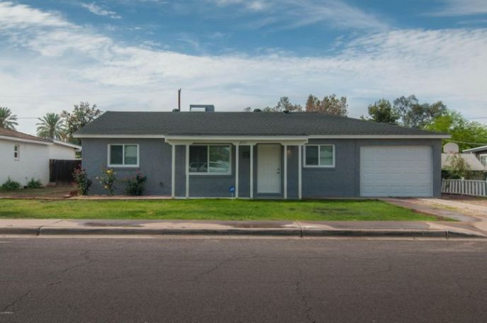 Mid-Century remodel in the heart of Phoenix! New Roof, Paint, A/C.