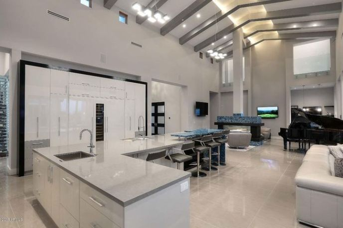 Gourmet kitchen fully loaded