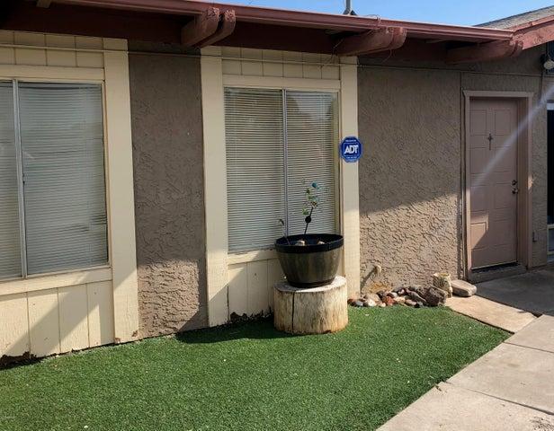633 N MAY Street, 10, Mesa, AZ 85201
