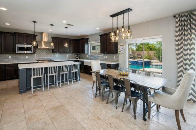 Eat-in, island kitchen