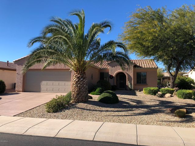 Welcome home to this beautifully maintained home -- perfect for snowbirds or full-time!