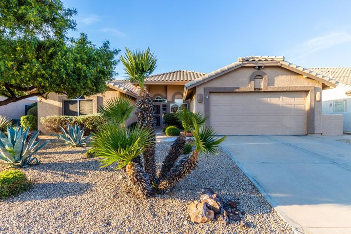 8738 W ROCKWOOD Drive, Peoria, AZ 85382
