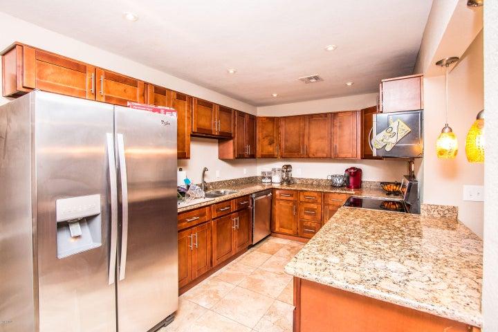 2207 W CLARENDON Avenue, Phoenix, AZ 85015
