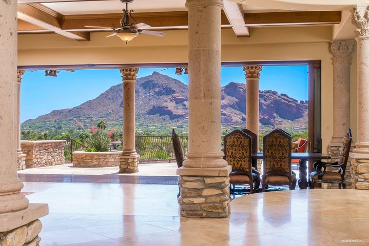 Arriving Guest have this stunning Camelback Mountain view from the Grand entrance!