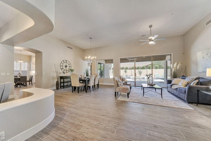 8950 E Calle De Las Brisas Street, Scottsdale, AZ 85255