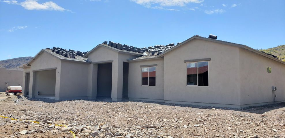 42818 N 12th Street, New River, AZ 85087