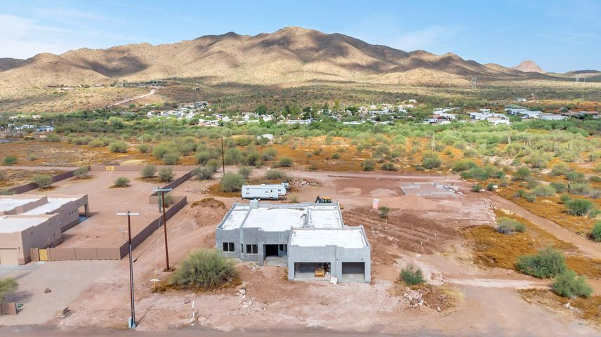 44318 N 1st Drive, New River, AZ 85087