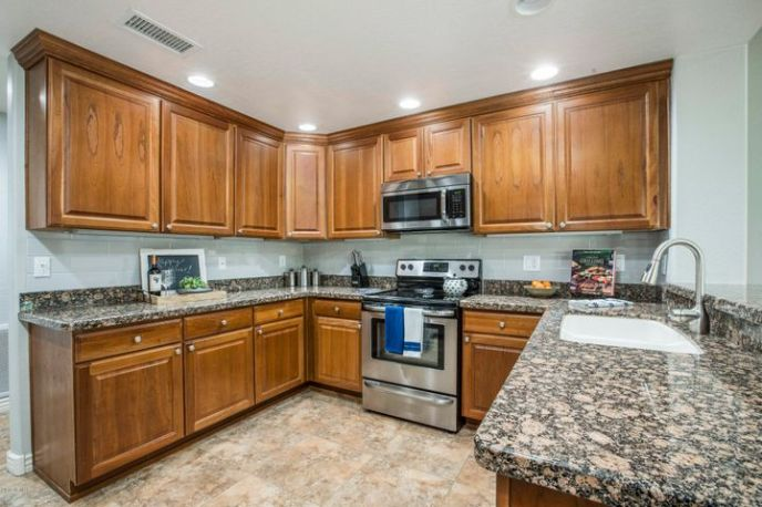 Very roomy U-Shaped kitchen with new backsplash